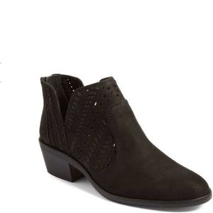 Vince Camuto Prasata Suede Ankle Booties Black 8.5
